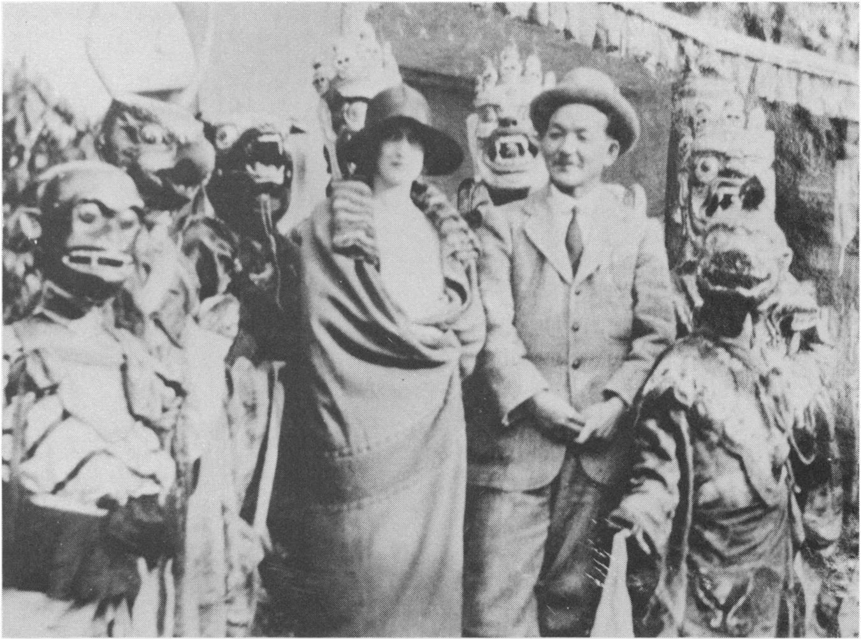 Ruth St. Denis y el general Laden-La con danzantes Cham tibetanos    en Darjeeling (1926)
